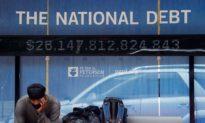 Mỗi người dân Mỹ đang phải gánh trên vai khoản nợ 800.000 USD