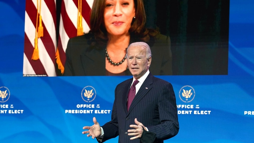 Nhà báo Úc: Ông Biden dường như hạ 'quyết tâm làm suy yếu vị thế của Mỹ và cổ súy cho kẻ thù'