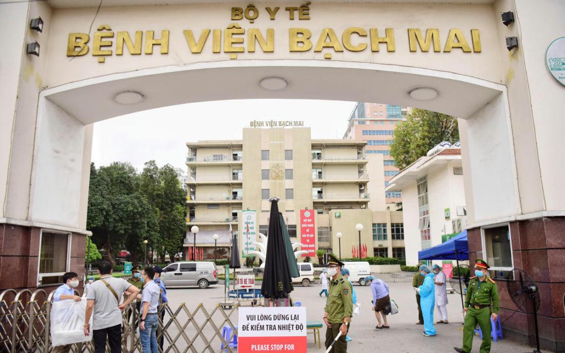 Bệnh viện Bạch Mai: Hơn 200 nhân sự nghỉ việc