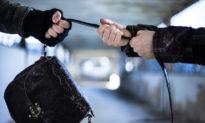 Đang mua bán, nữ thương lái bị xịt hơi cay cướp mất 380 triệu đồng