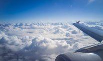 Hành khách đại lục ném tiền xu vào máy bay để 'cầu may' khiến chuyến bay bị hủy
