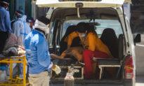 Ấn Độ thêm hơn 350.000 ca nhiễm một ngày, người dân săn lùng oxy