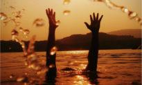Thanh Hoá: 8 học sinh rủ nhau đi tắm biển, 4 em tử vong và mất tích