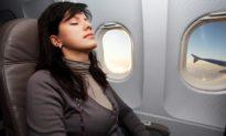 Tiếp viên hàng không kỳ cựu: Đừng bao giờ dựa đầu vào cửa sổ khi đi máy bay