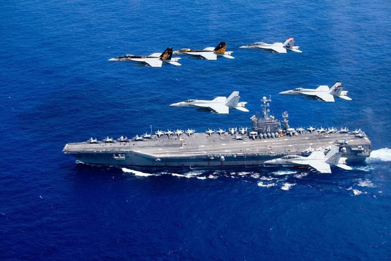 Hải quân Mỹ bắn cảnh cáo 3 tàu Iran