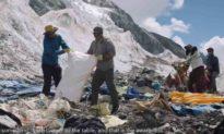 Everest ngày càng bẩn, nhóm người Nepal leo núi 47 ngày để nhặt 2,2 tấn rác thải