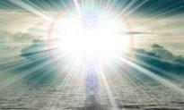 Người phụ nữ gặp Chúa khi bay 'tốc độ cao' qua một đường hầm ánh sáng