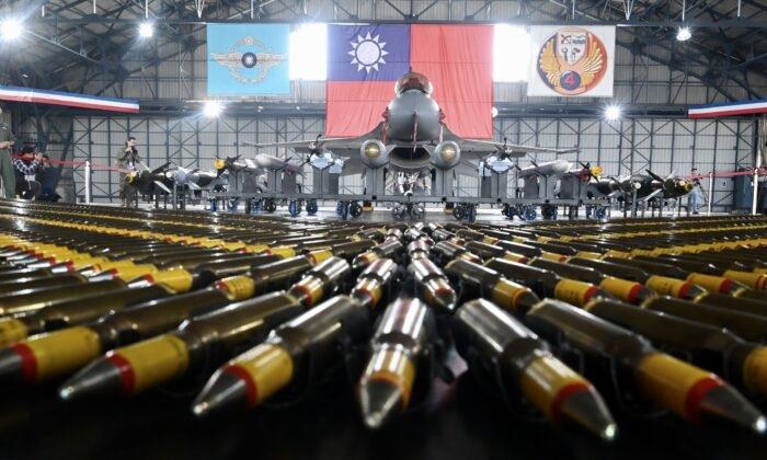 Tổng thống Joe Biden chuẩn bị phê chuẩn thương vụ bán vũ khí đầu tiên cho Đài Loan