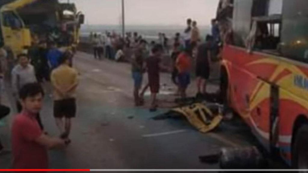 Quảng Bình: Xe khách đâm trực diện xe tải, một người tử vong