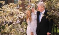 Thủ tướng Anh Boris Johnson tổ chức hôn lễ nhỏ thân mật cùng vị hôn thê lâu năm