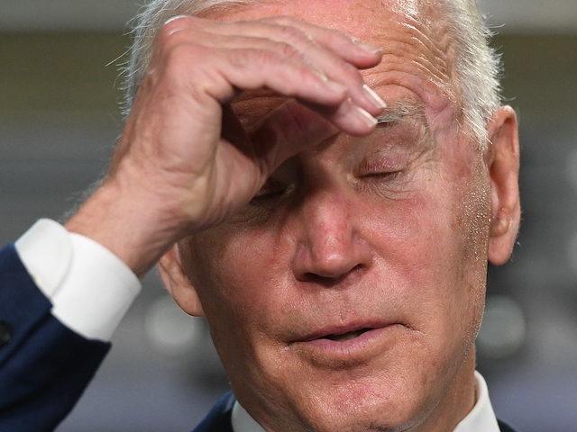 Đảo ngược các chính sách của cựu TT. Trump, ông Biden bị khủng hoảng bủa vây