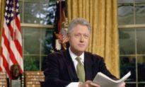 Ảnh tội phạm ấu dâm Epstein cùng Bill Clinton trong Nhà Trắng, Clinton giữ im lặng