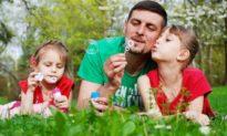 Bố và con gái dù thân thiết đến đâu, cũng không nên vượt qua những giới hạn này