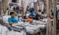 Tại sao khủng hoảng COVID-19 của Ấn Độ trở nên tồi tệ nhất thế giới?