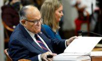 """Chuyên gia về Hiến pháp: Cuộc đột kích của FBI vào căn hộ của ông Giuliani là """"vi hiến"""""""