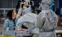 Quảng Châu (Trung Quốc) bất ngờ đình chỉ tiêm vaccine COVID-19 trong lúc dịch bệnh bùng phát