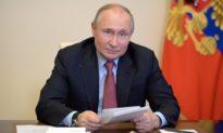 Tổng thống Vladimir Putin khẳng định: Việc tiêm vắc-xin ngừa COVID-19 không thể xem là điều bắt buộc