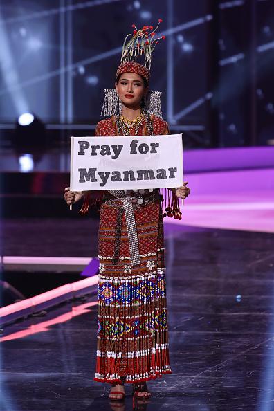 Hoa hậu Myanmar Thuzar Wint Lwin với phần thi Trang phục Dân tộc tại Chung kết cuộc thi Hoa hậu Hòa vũ lần thứ 69 (Ảnh: Rodrigo Varela/Getty Images)