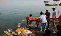 Ấn Độ xác nhận nhiều thi thể bị thả trên sông Hằng gần đây là nạn nhân COVID-19