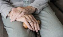 Bí quyết sống lâu của cụ bà 109 tuổi: Ăn nhiều cháo và 'tránh xa đàn ông'