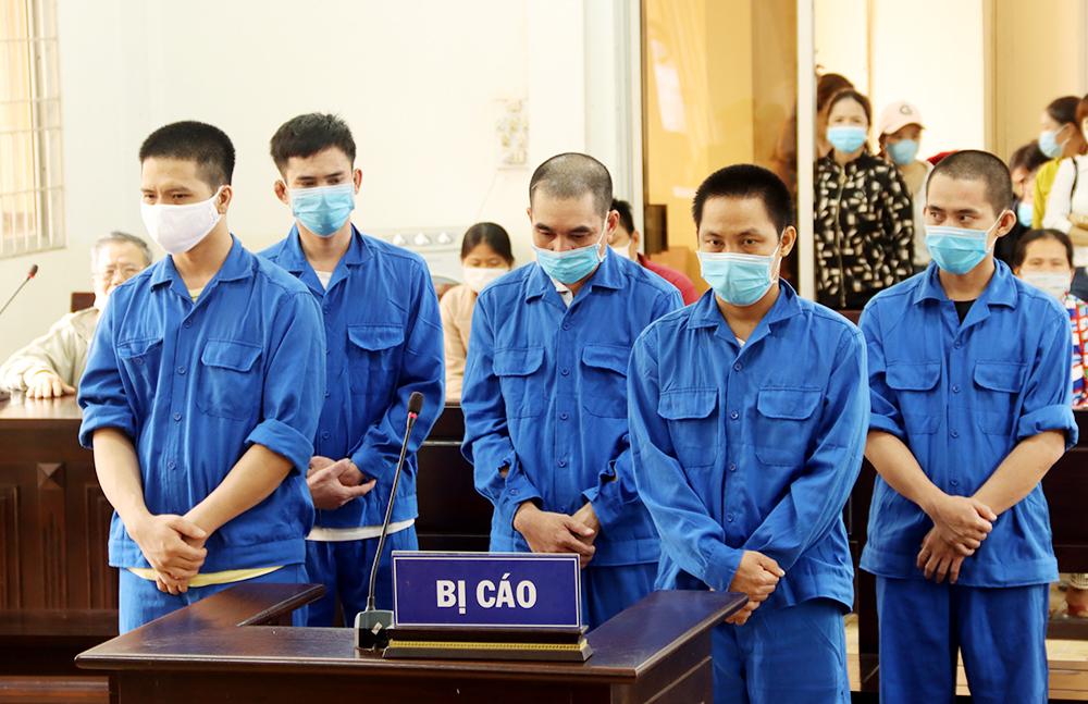 24 năm tù cho 5 bị cáo đưa người nhập cảnh trái phép từ Campuchia