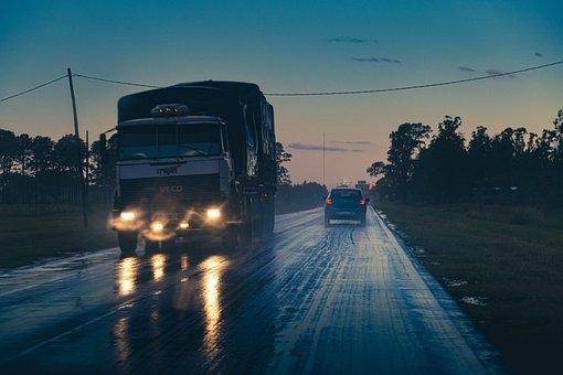 Tài xế xe trọng tải lớn nói lời thật lòng: 'Vì sao chúng tôi không đạp phanh'