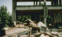 Trận động đất Đường Sơn đã phá hủy tất cả các tòa nhà, nhưng không làm rung chuyển lăng mộ này