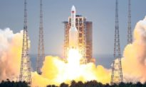 """Báo cáo: Tên lửa """"hoàn toàn mất kiểm soát"""" của Trung Quốc chuẩn bị rơi xuống trái đất"""