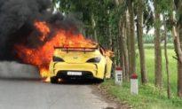 Hyundai Genesis bốc cháy khi đang chạy, tài xế bung cửa thoát thân