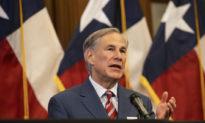 Chính quyền Biden dọa kiện Texas vì nơi trú ẩn cho trẻ em không người đi kèm