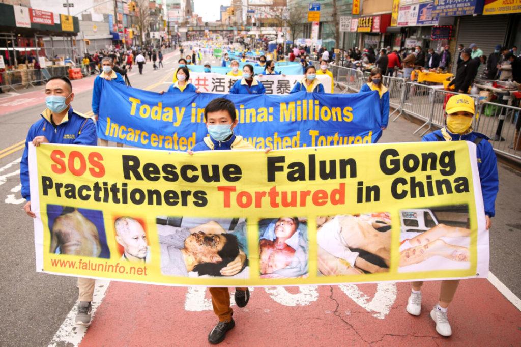 Câu chuyện của một người Mỹ sống sót sau khi bị chính quyền Trung Quốc giam giữ và tra tấn
