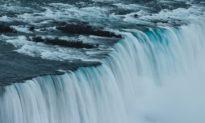 Vật chất trong vũ trụ rất sơ khai chảy giống như nước, theo nghiên cứu mới