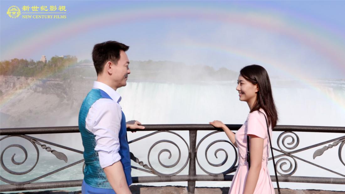"""Nam diễn viên Khương Quang Vũ và nữ diễn viên Trịnh Quyết Phi thủ vai nam chính trong phim """"Đường Về"""""""