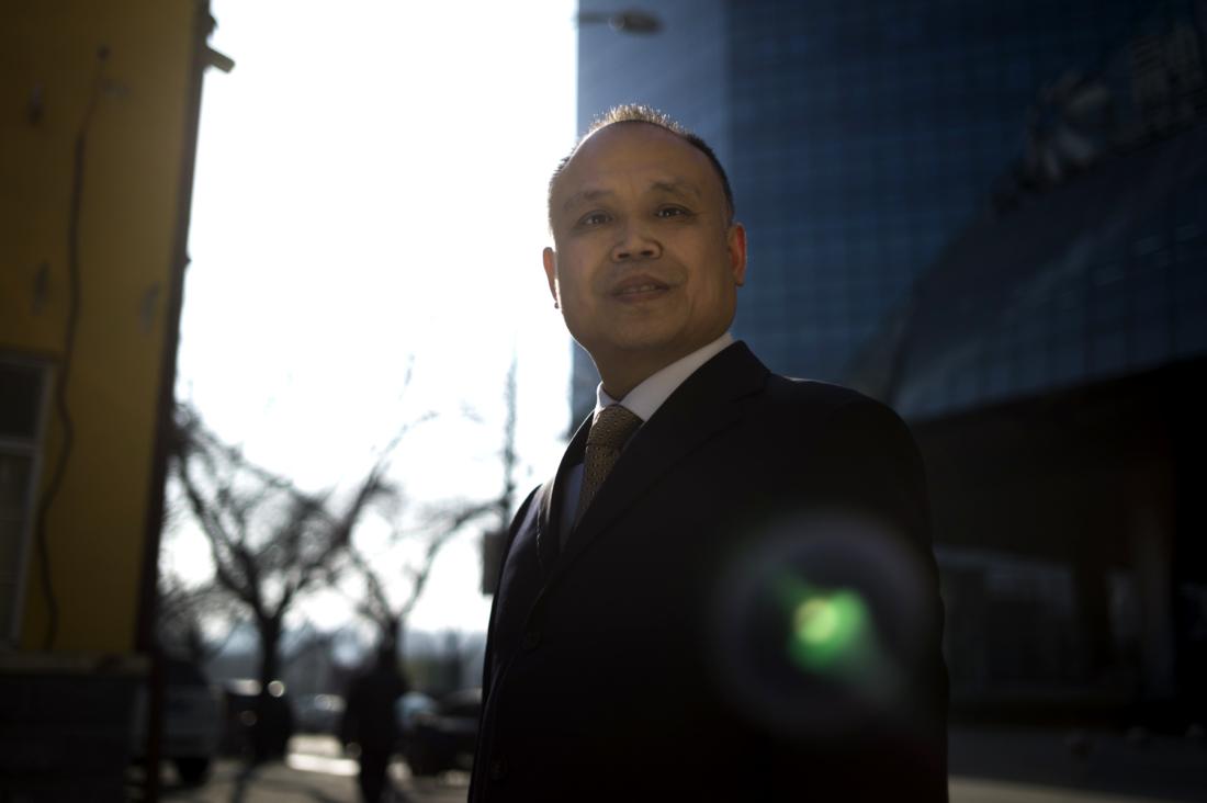 Luật sư nhân quyền Trung Quốc bị tra tấn đến tàn tật, phải dùng tay trái để viết thư