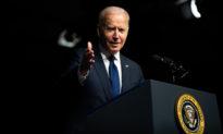 Mặc những lời kêu gọi từ chức, Biden vẫn khẳng định niềm tin vào Fauci