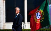 Hai cô gái bị lật ca nô kêu cứu, Tổng thống Bồ Đào Nha 72 tuổi nhảy xuống biển cứu người
