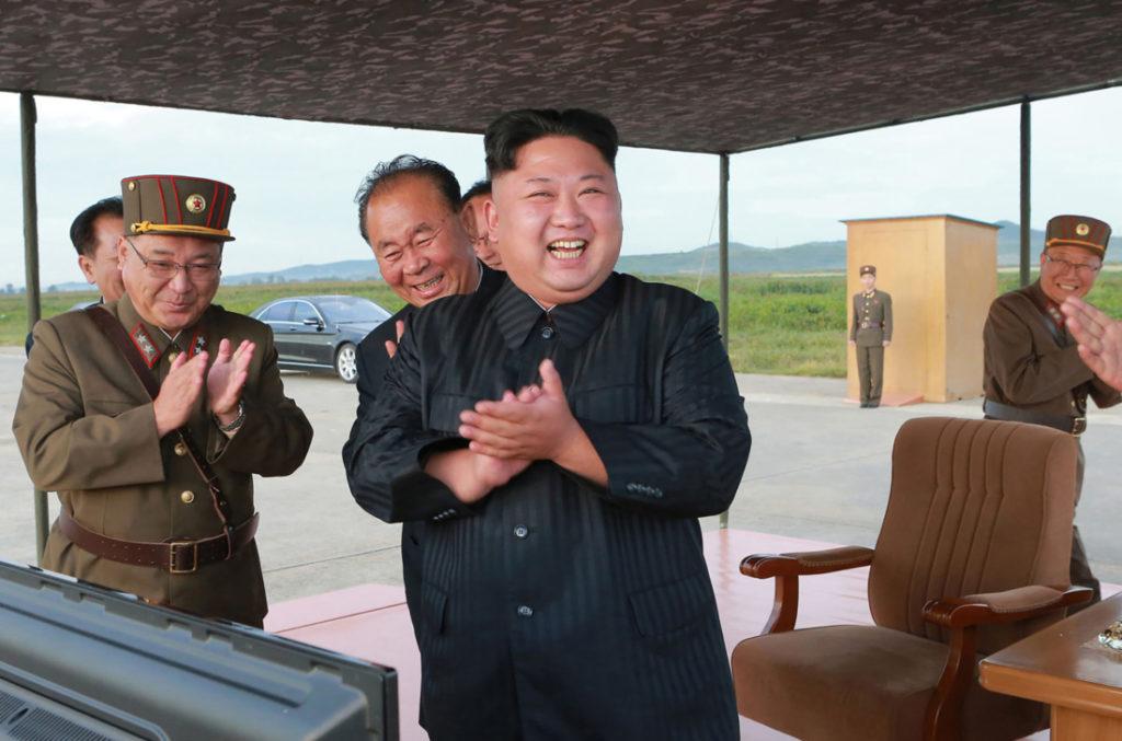 Kim Jong-un gầy đi đáng kể sau một tháng mất tích, ngoại giới đồn đoán