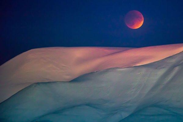 Trăng máu là điềm báo gì, Kinh Thánh tiên tri thế nào?