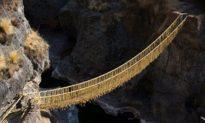 Tuyệt kỹ dệt may: Người Peru dựng lại cầu dây cỏ 500 năm tuổi bị sập bằng kỹ năng dệt truyền thống