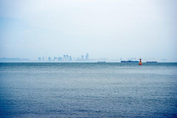 Lục địa Atlantis tái hiện? - 'Thành phố nổi' 'xuất hiện ngoài khơi nước Anh gây kinh ngạc