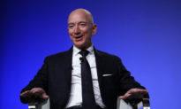 Một người đấu giá trả 28 triệu USD cho chuyến bay vào không gian cùng Jeff Bezos