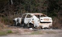 Thấy chiếc xe đang bốc cháy, mẹ của bé 14 tháng tuổi lao vào cứu người