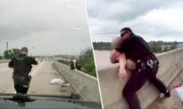 Cảnh sát Mỹ và người qua đường tốt bụng hiệp sức giải cứu người phụ nữ nhảy cầu