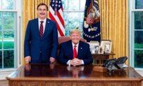 """Mike Lindell của MyPillow: """"Sáu tháng nữa, Trump sẽ là tổng thống thực sự của chúng ta"""""""