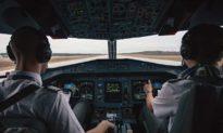 Vì sao cơ trưởng và cơ phó không được dùng cùng món ăn trong chuyến bay?