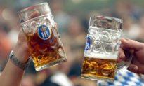 Người Âu Mỹ thích uống rượu, tại sao lại có ít bệnh nhân ung thư gan hơn Trung Quốc?