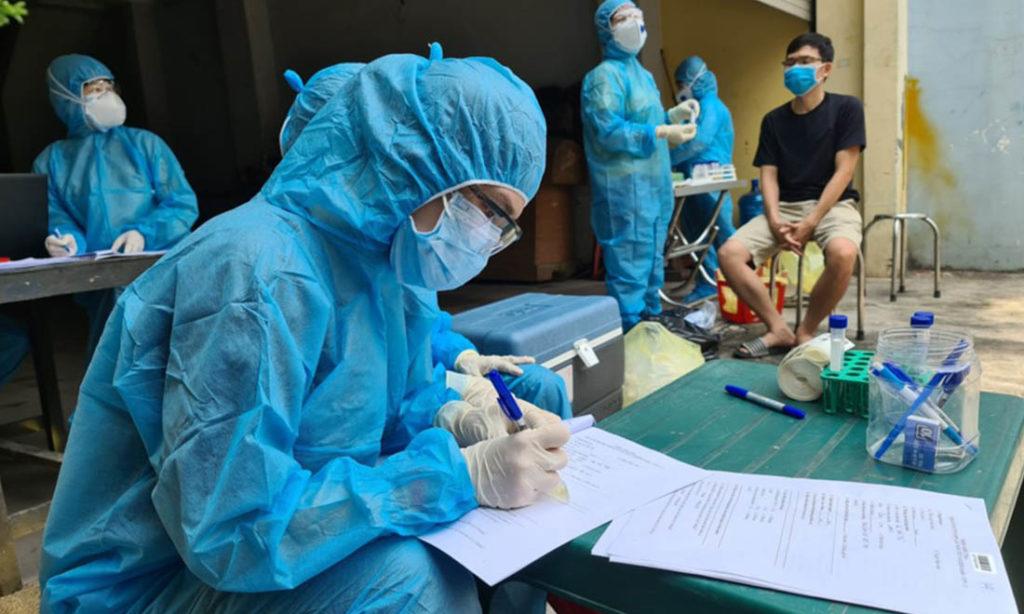 10 nhóm người 'ưu tiên' tiêm vaccine Covid-19 ở TP. HCM