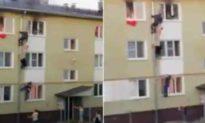'Phim hành động' kịch tính: 3 người đàn ông Nga hợp sức giải cứu 3 đứa trẻ khỏi tòa nhà bốc cháy