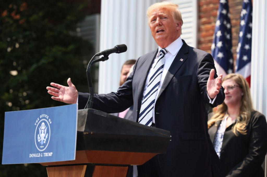 Cựu TT Trump rất 'trông đợi' tham gia vụ kiện Twitter, Google và Facebook