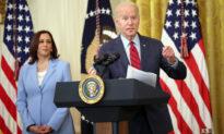 Các cố vấn của ông Biden đang công kích bà Harris để bảo vệ 'chủ soái'